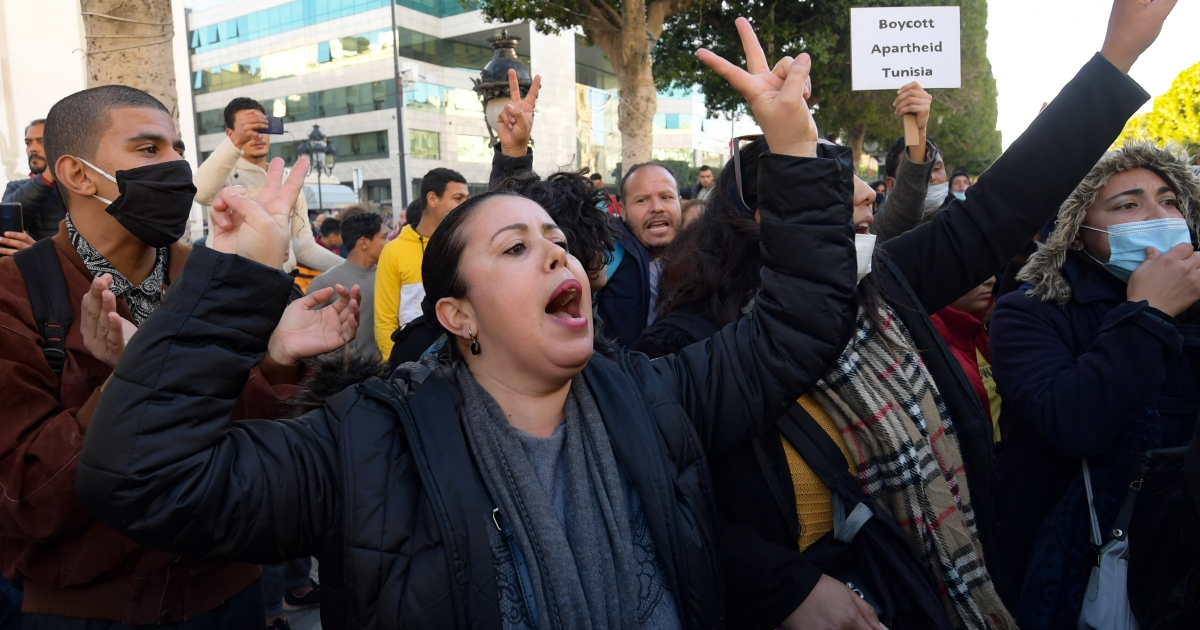 Tunisians rally to demand release of detained protesters thumbnail