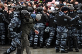 Police detain a protester during a rally in support of jailed opposition leader Alexei Navalny in downtown Moscow on January 23, 2021. - Navalny, 44, was detained last Sunday upon returning to Moscow after five months in Germany recovering from a near-fatal poisoning with a nerve agent and later jailed for 30 days while awaiting trial for violating a suspended sentence he was handed in 2014. (Photo by NATALIA KOLESNIKOVA / AFP) (AFP)
