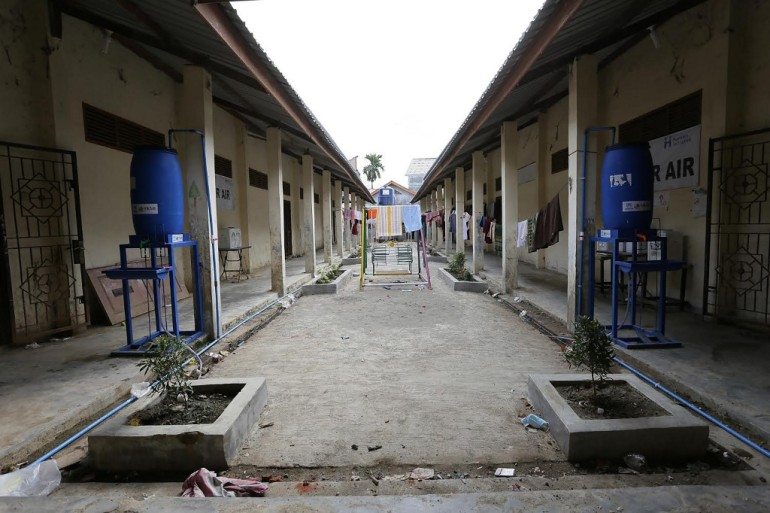Kamp pengungsi yang sepi terlihat di Lhokseumawe, provinsi Aceh [Amanda Jufrian / AFP]