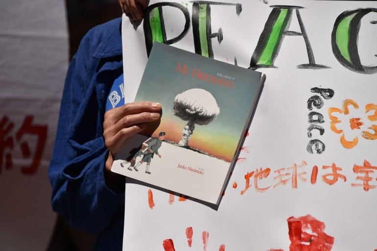 Perjanjian Pelarangan Senjata Nuklir telah mulai berlaku - kampanye selama beberapa dekade yang bertujuan untuk mencegah terulangnya bom atom AS di Hiroshima dan Nagasaki [File: Peter Parks / AFP]