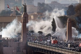 Riot police force anti-government protesters back across the Kasr Al Nile Bridge as they attempt to get into Tahrir Square in Cairo, Egypt on January 28, 2011 [Peter Macdiarmid/Getty Images]