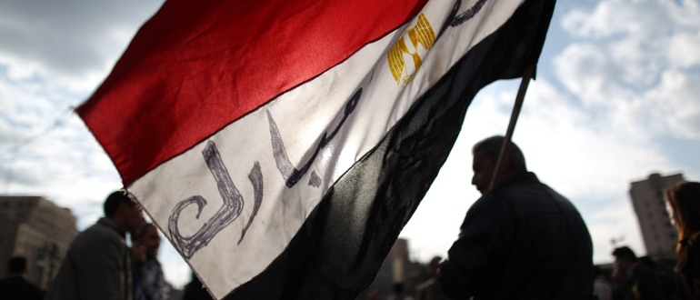 Protestors carry an Egyptian flag through Tahrir Square on January 31, 2011 in Cairo, Egypt [Peter Macdiarmid/Getty Images]