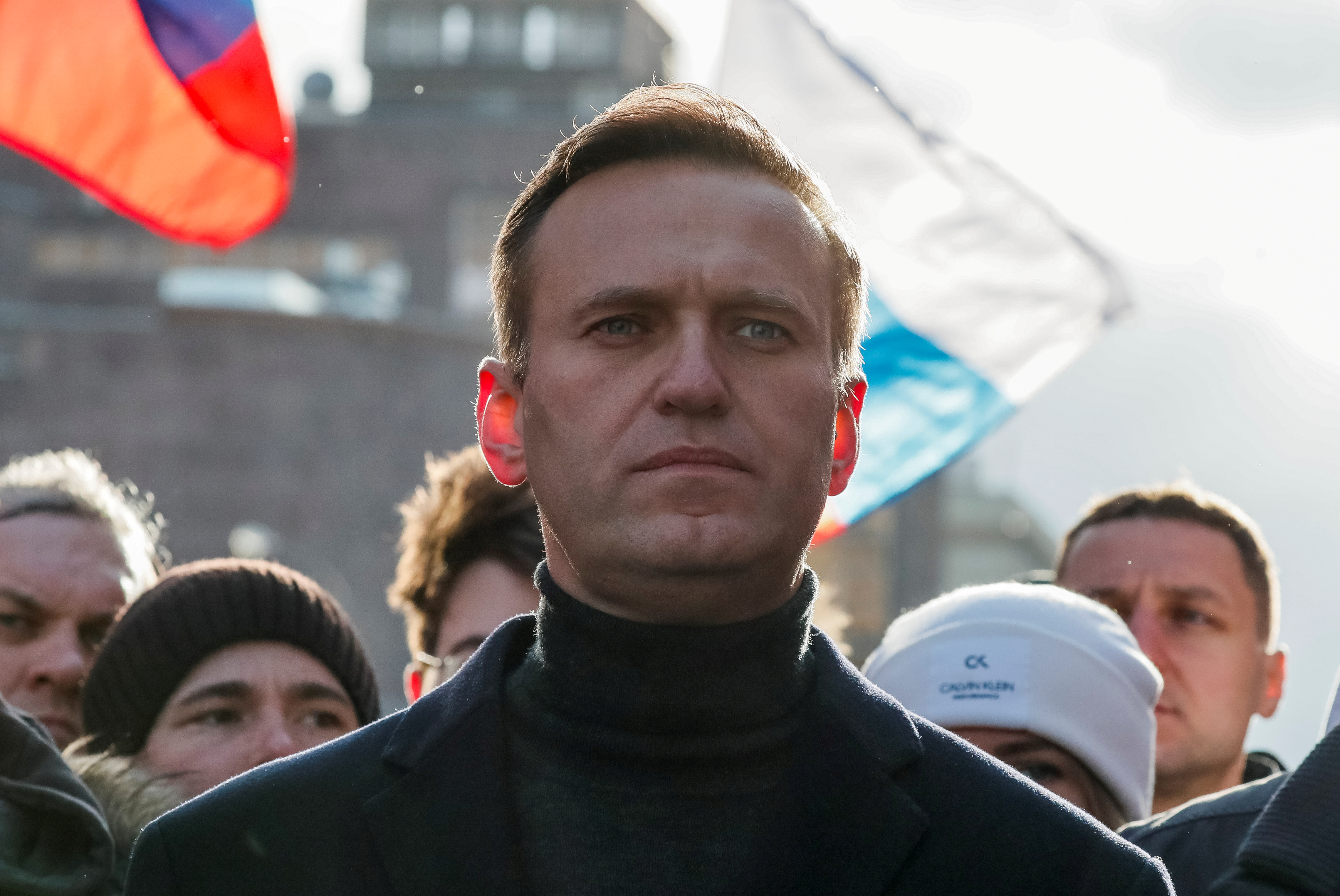 Kremlin critic Alexei Navalny to fly to Russia on Sunday despite risks