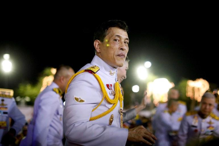 Raja Thailand Maha Vajiralongkorn melihat saat menyapa para bangsawan di Grand Palace di Bangkok, Thailand, 1 November 2020 [File: Jorge Silva / Reuters]
