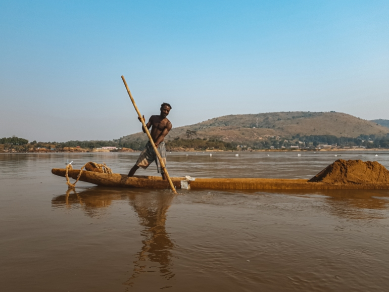 Spectre of conflict threatens the future of CAR 'sandfishers' | Conflict News