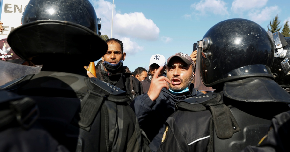 Police fire water cannon as Tunisians march on parliament
