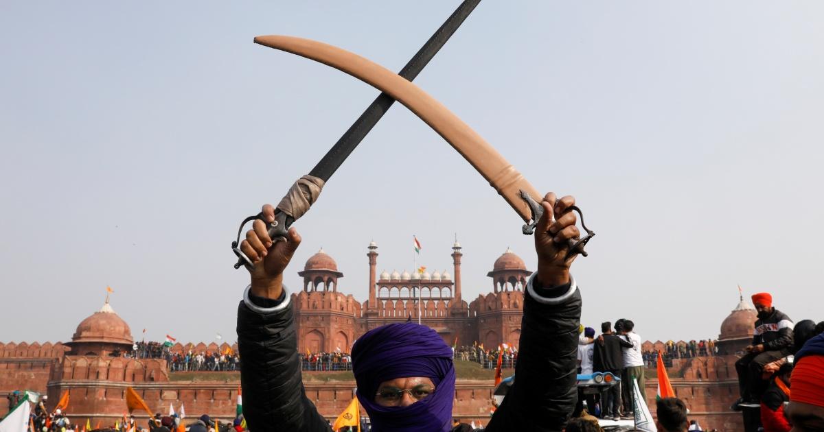 Para petani India membatalkan pawai parlemen setelah kekerasan mematikan thumbnail