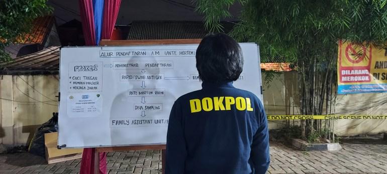 Indonesia's struggle to identify the Sriwijaya plane crash dead
