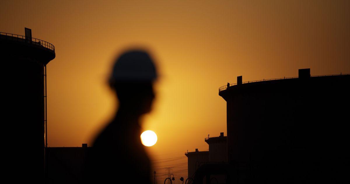 Oil climbs five percent on Saudi voluntary oil production cut thumbnail
