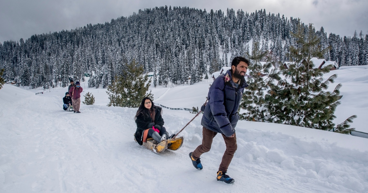 Photos: Kashmir resort sees tourists after back-to-back shutdowns - aljazeera
