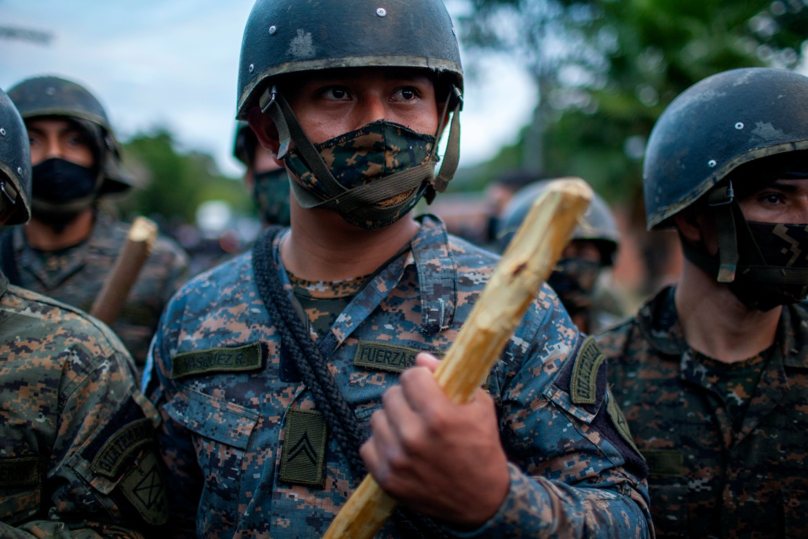 The large contingent of Guatemalan security forces stopped the migrants from advancing beyond Vado Hondo. [Sandra Sebastian/AP Photo]