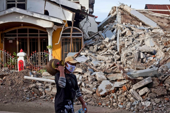At least 81 people have been confirmed dead in the earthquake that hit Sulawesi as many people were sleeping [Yusuf Wahil/AP Photo]