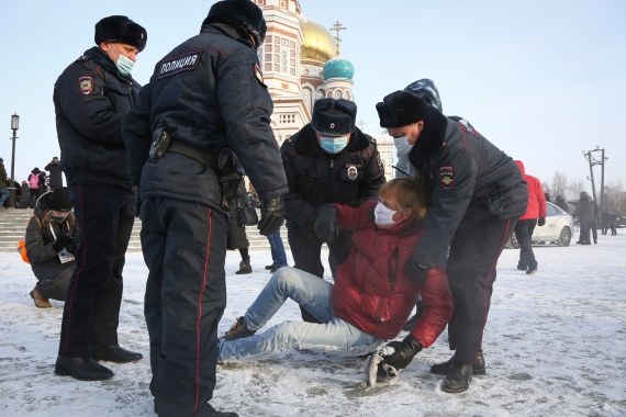 Police detain demonstrators during a rally against the jailing of Navalny in the Siberian city of Omsk. [AP Photo]