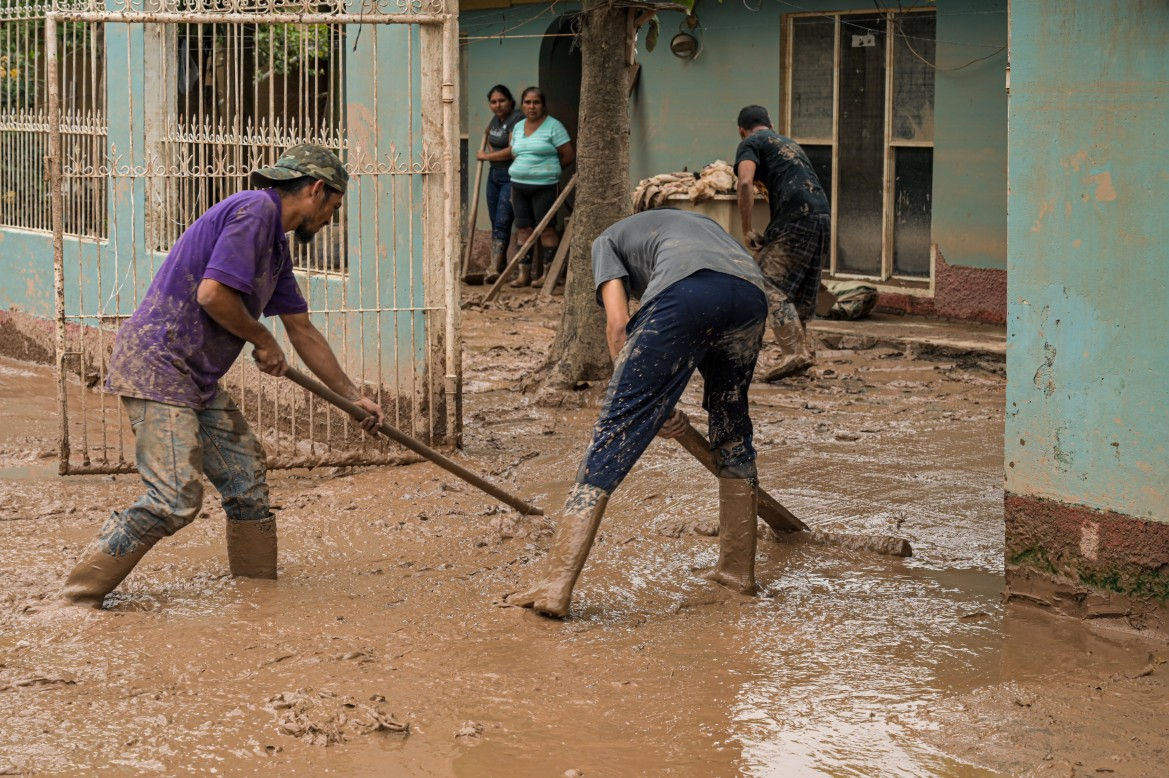 In many locations, families are working together to clean their houses one by one. [Christian Jepsen/NRC]