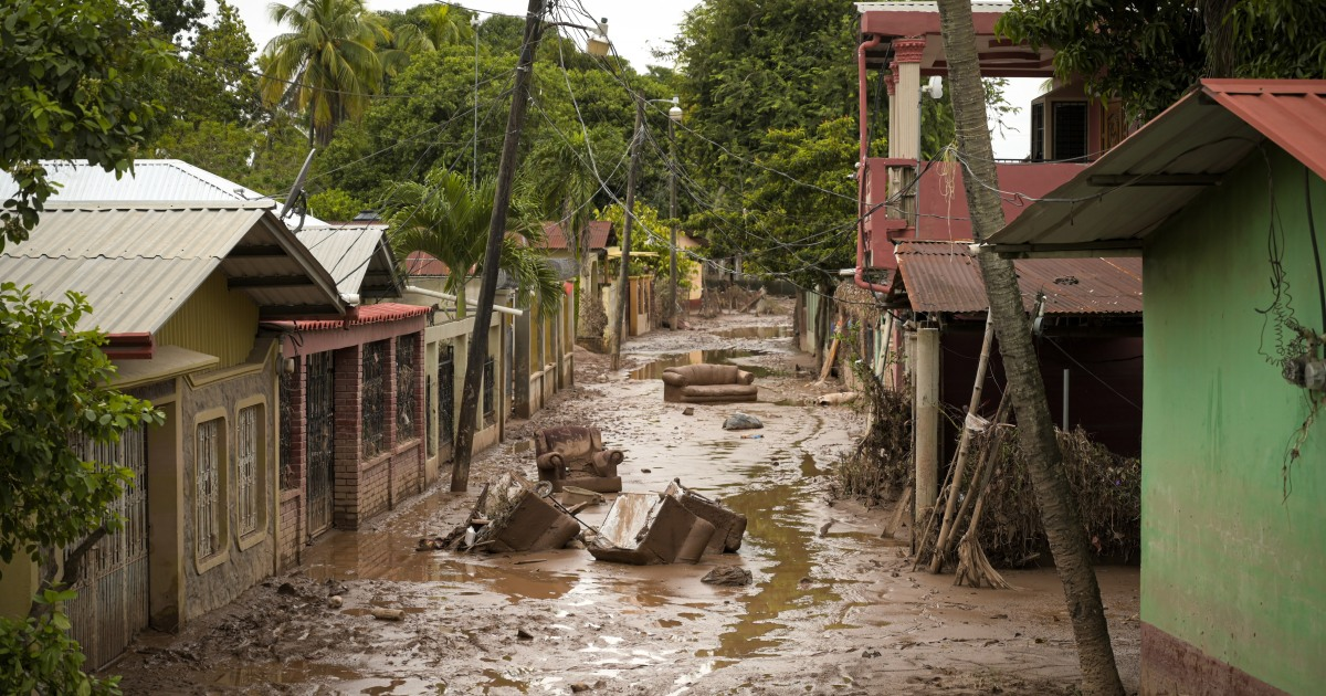 In Pictures: Hondurans show resilience, solidarity after storms thumbnail