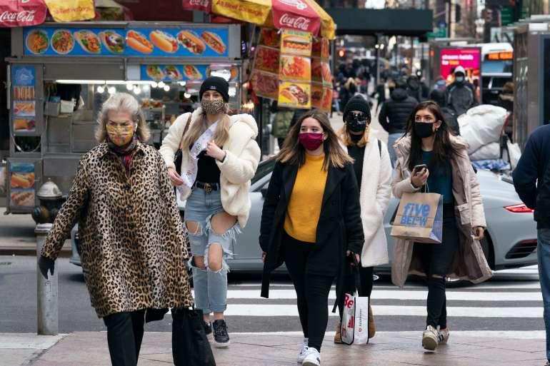Ekonomi di seluruh dunia akan membutuhkan dukungan berkelanjutan dari pemerintah mereka untuk mengimbangi kerusakan dari pandemi virus korona, kata IMF pada hari Selasa [File: Mark Lennihan / AP Photo]
