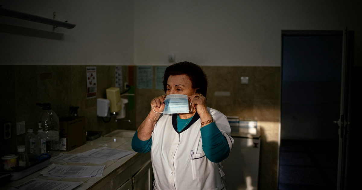 2021-02-02 07:59:21 | In Pictures: One of Bulgaria's oldest doctors in virus fight | Gallery News