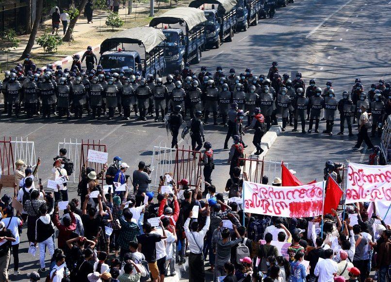 2021-02-13 03:24:05 | How Myanmar's popular uprising aims to topple the junta | Politics News