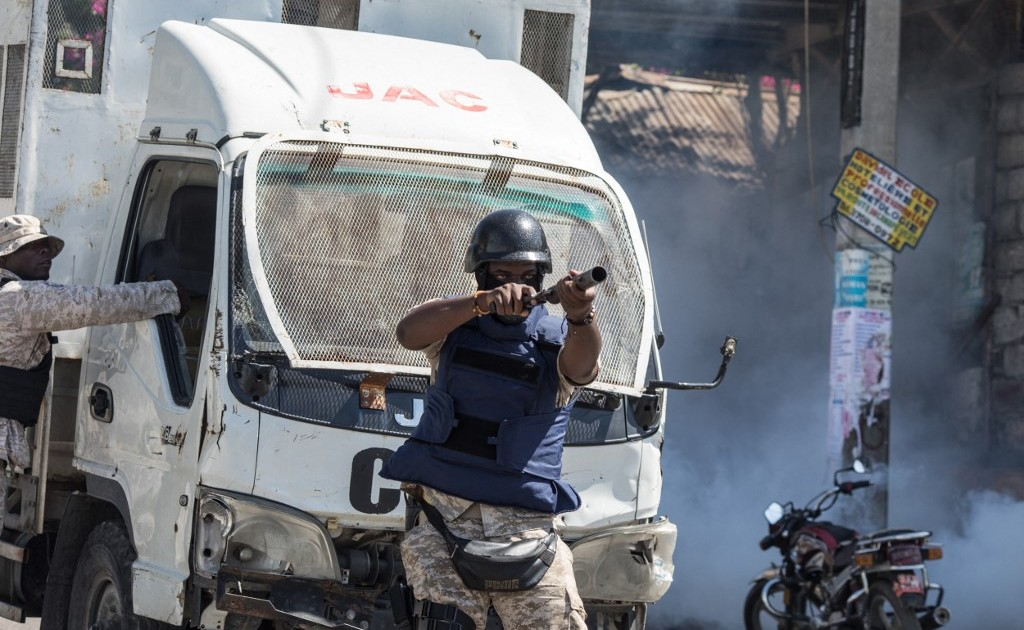 2021-02-11 03:45:25 | Haiti police clash with protesters as president targets judges | Politics News