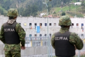 Soldiers stand guard outside the CRS Turi prison in Cuenca. [Fernando Machado/AFP]