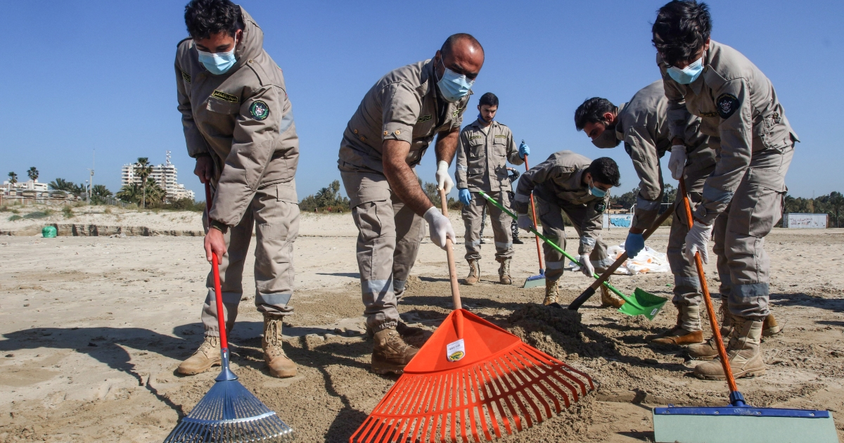 Lebanon begins cleansing seashores after oil spill