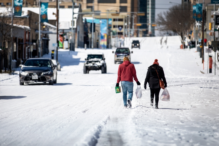 US: Severe cold, power outages in Texas turn deadly | Water News | Al  Jazeera