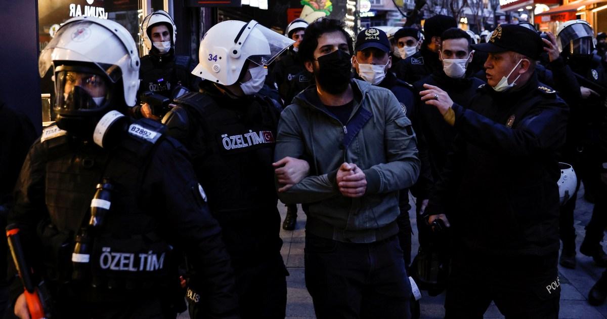 Erdogan membandingkan murid pengunjuk rasa Turki dengan 'teroris' thumbnail