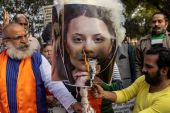 Activists from United Hindu Front burn an effigy depicting climate change activist Greta Thunberg to protest against her comments in support of protesting farmers, in New Delhi on February 4, 2021 [Reuters/Danish Siddiqui]