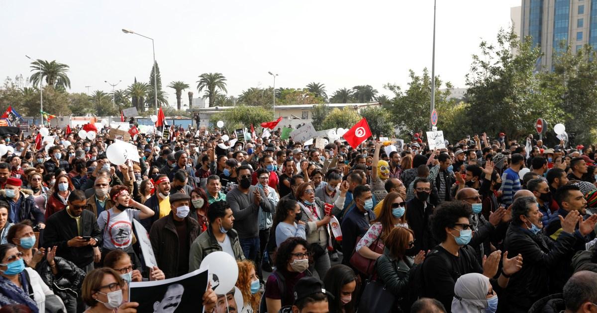 Tunisia demonstrators defy lockdown to protest police brutality