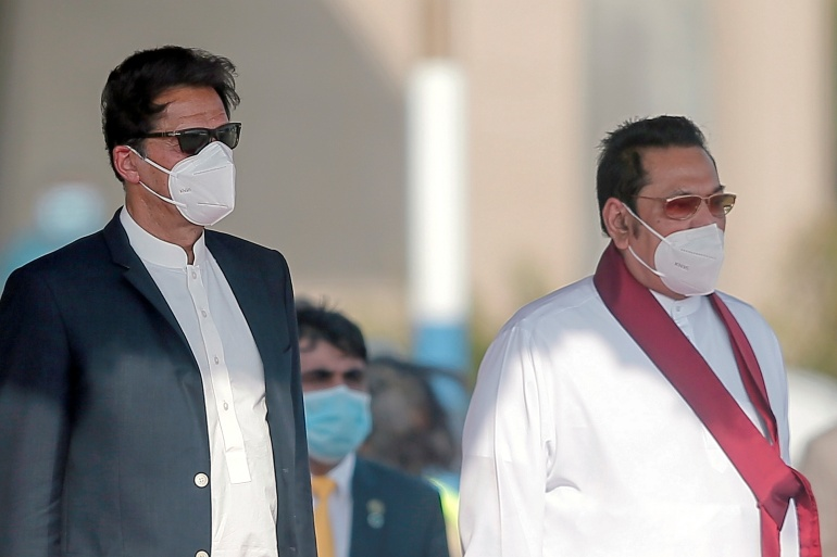 Pakistan's Prime Minister Imran Khan and Sri Lankan Prime Minister Mahinda Rajapaksa during the welcome ceremony at Colombo Airport [Dinuka Liyanawatte/Reuters]