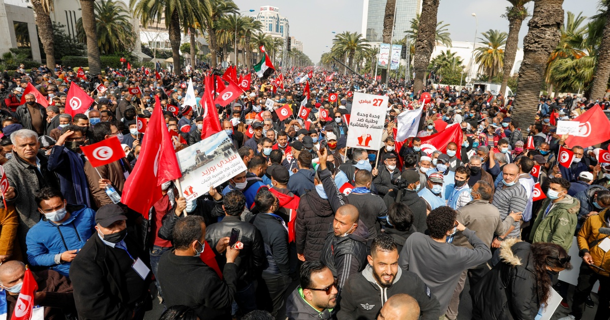 Tunisia main party rallies supporters, escalating government dispute