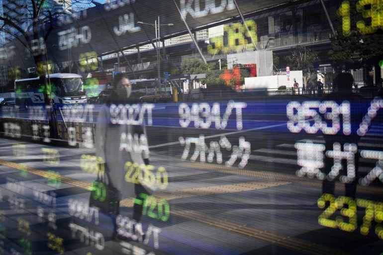 Indeks saham utama Jepang melonjak ke level tertinggi sejak 1990 meskipun menunjukkan pemulihan ekonomi yang melambat dari kedalaman krisis virus korona [File: Noriko Hayashi / Bloomberg]