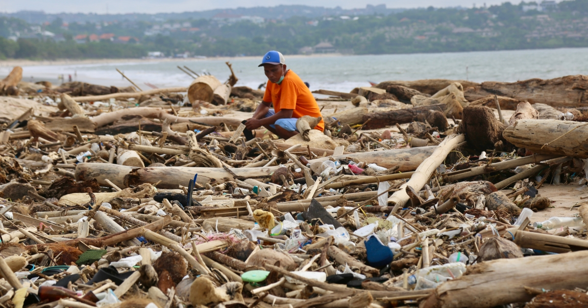 2021-02-05 05:03:53 | Buried in rubbish: Bali's beaches blighted by sea-borne waste | Environment News