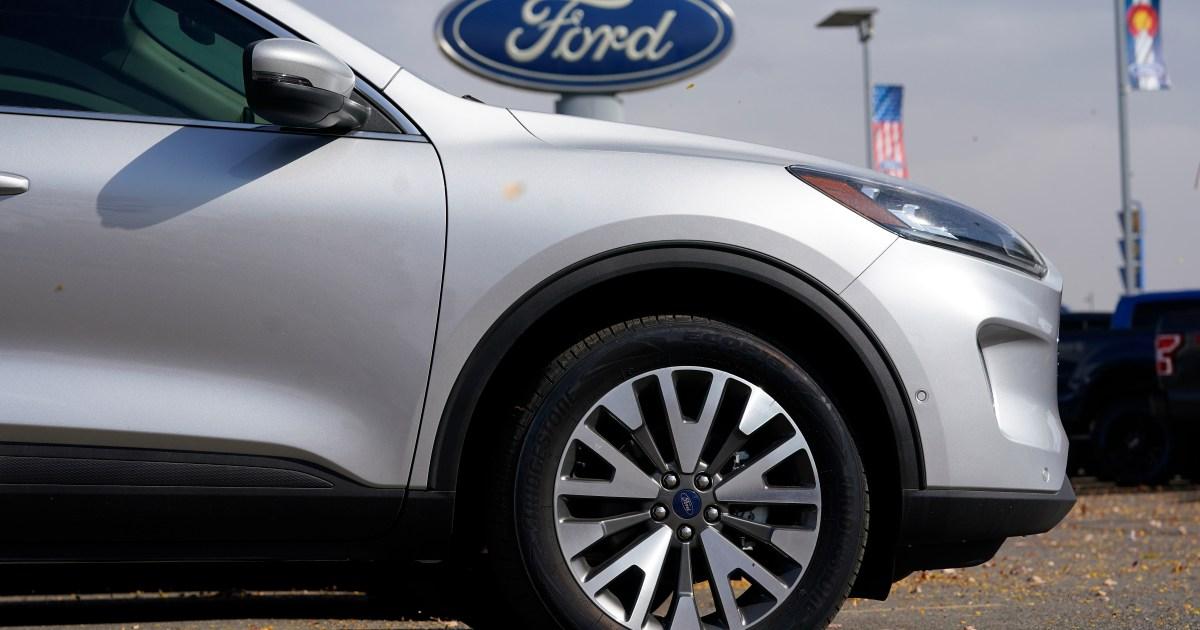 www.aljazeera.com: Biden to sign order tackling chip shortage amid automaker woes