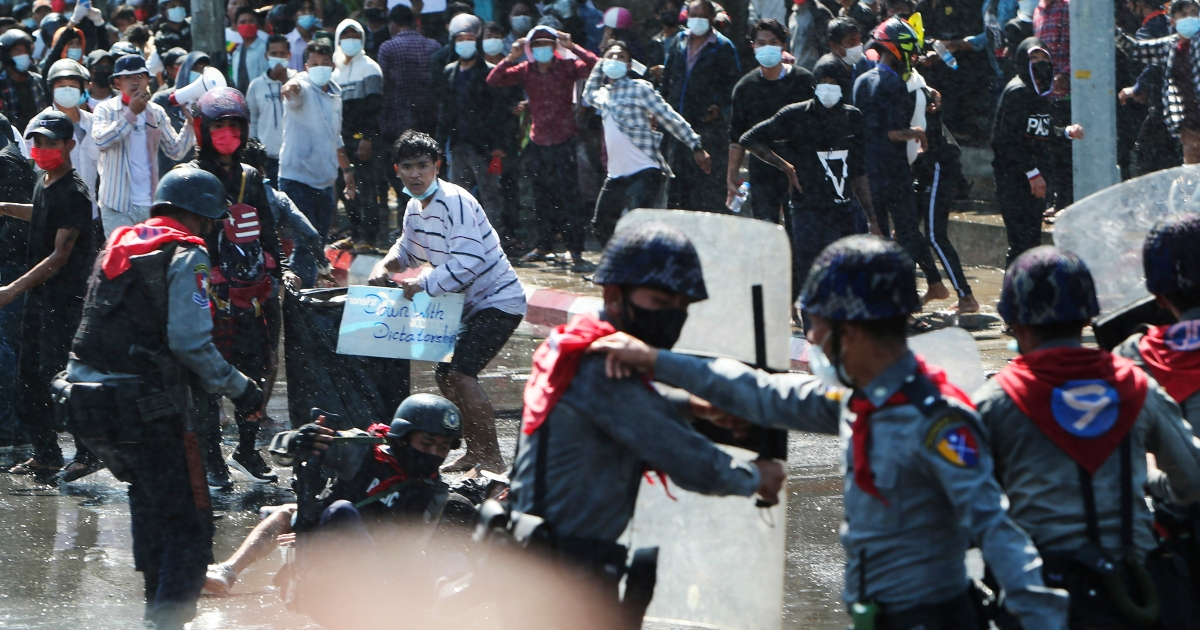Myanmar forces fire rubber bullets, warning shots at protesters | Protests  News | Al Jazeera