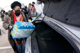 Representative Sheila Jackson Lee loads donated water into a car at a Houston distribution site on February 18, 2021 [David J Phillip/AP Photo]