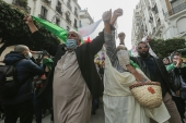 Marchers chanted 'peaceful, peaceful' and 'our demands are legitimate' as they marched in Algiers' city centre [Anis Belghoul/AP Photo]