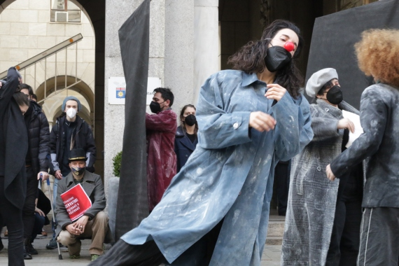 A short performance at the demonstration in Milan [Ylenia Gostoli/Al Jazeera]
