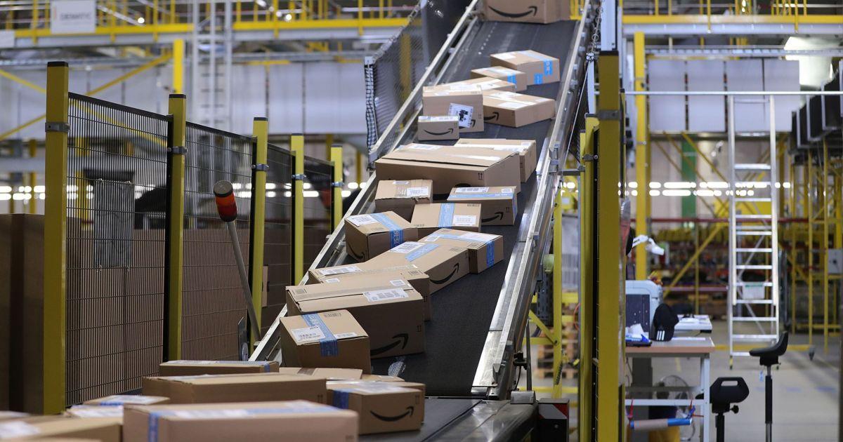 2021-02-03 22:13:40 | Billion-dollar baby: Amazon daily sales surpass new milestone | Coronavirus pandemic News