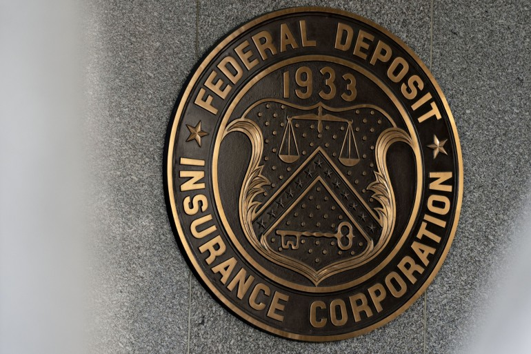 The Federal Deposit Insurance Corporation said on Tuesday that despite a sharp decline in revenue, United States bank profits gained 9.1 percent in the fourth quarter compared to a year prior [File: Andrew Harrer/Bloomberg]