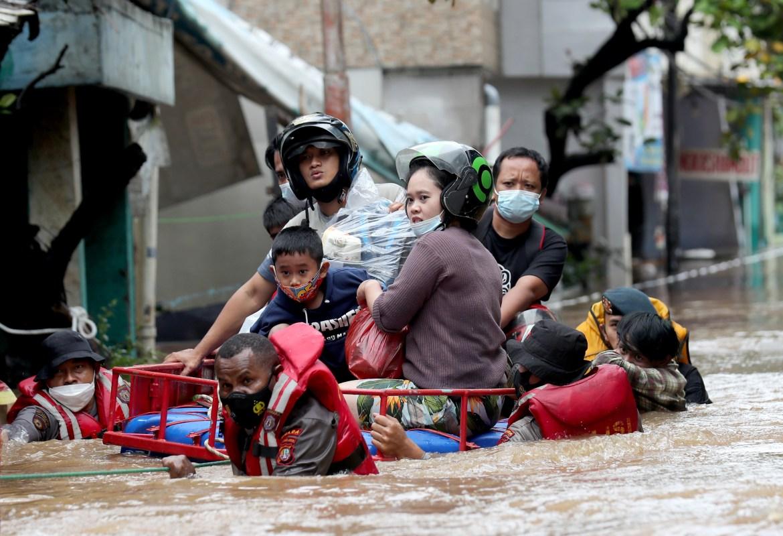 Ribuan rumah rusak di Jakarta, menurut BNPD.  [Bagus Indahono / EPA]