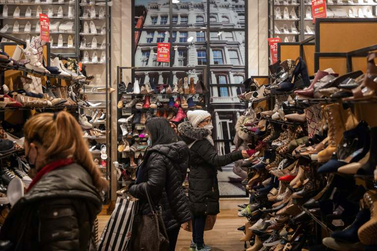 Snap back? US consumer confidence rises as COVID cases drop