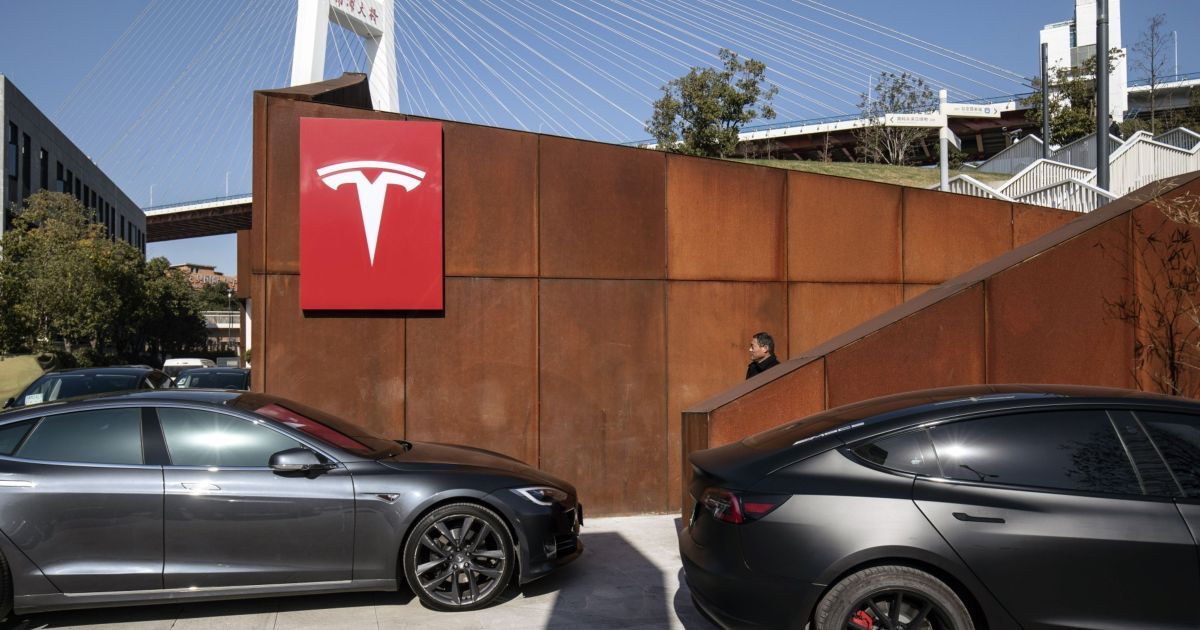 Tesla shares sink below S&P entry level, wipe out 2021 gains