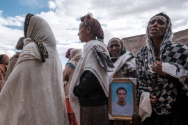 People mourn the victims of a massacre allegedly perpetrated by Eritrean soldiers in the village of Dengolat [File Eduardo Soteras/AFP]