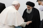 Iraq's most revered Shia cleric, Grand Ayatollah Ali al-Sistani met with Pope Francis and his delegation at his home in the holy city of Najaf, on March 6, 2021. [Ayatollah al-Sistani's Media Office via AFP]