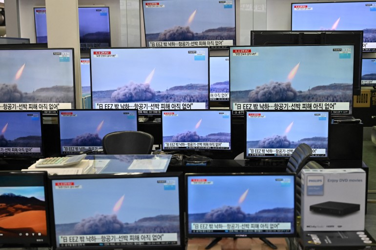 Television screens show file footage of North Korean missile tests after Japan said Pyongyang had launched a ballistic missile [Jung Yeon-je/AFP]