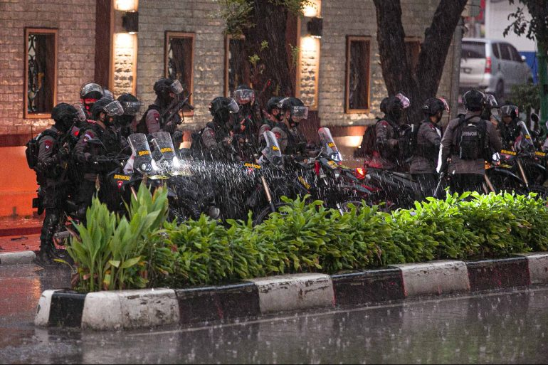 The exchange at the police headquarters in downtown Jakarta comes days after two suicide bombers attacked a cathedral in the city of Makassar on Sulawesi island, injuring about 20 others [Mariana/AFP]