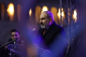Armenian Prime Minister Nikol Pashinyan delivers a speech during a rally held by his supporters in Republic Square in Yerevan, Armenia on March 1, 2021 [Hayk Baghdasaryan/Photolure/Reuters]