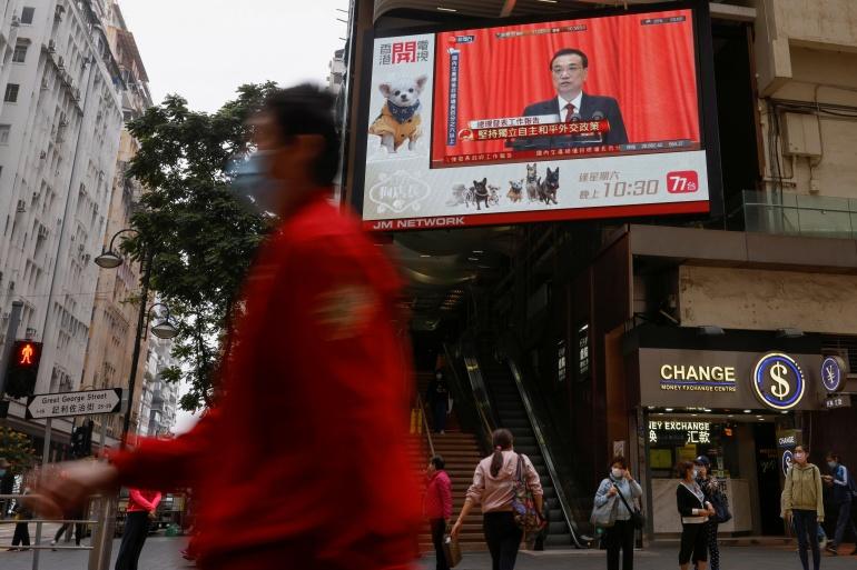 Perdana Menteri China Li Keqiang mengatakan China berencana untuk mempercepat negosiasi perdagangan bebas dengan Jepang dan Korea Selatan, yang keduanya mengandalkan AS untuk pertahanan [Tyrone Siu / Reuters]