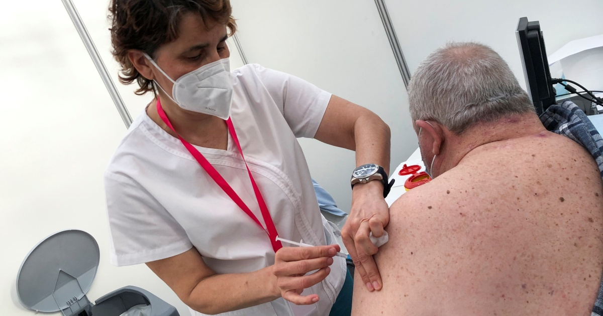 'Grotesque': Producers urged to overcome vaccine inequity – Al Jazeera English